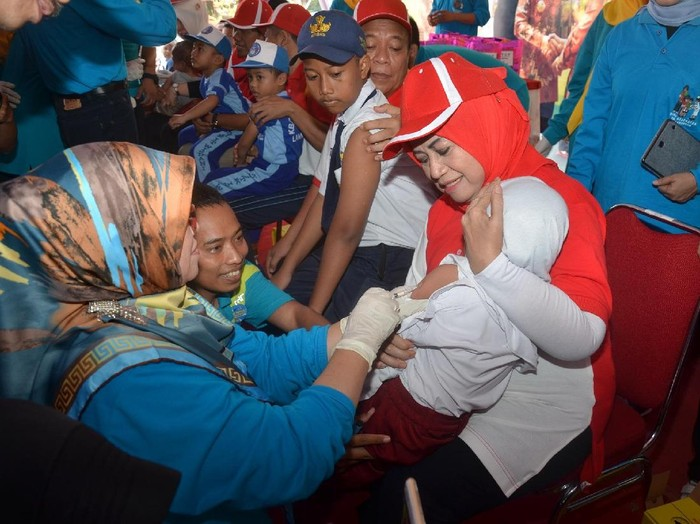 Kemenkes komentari pernyataan MUI bahwa vaksin MR tidak halal. Foto: Eko Sudjarwo