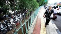 Foto: Dikuasai Ormas, Taman Depan PGC Jadi Parkir Liar