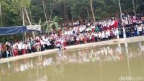 Warga Pandeglang Histeris Lihat Jokowi, Ibu Ini Tercebur ke Embung