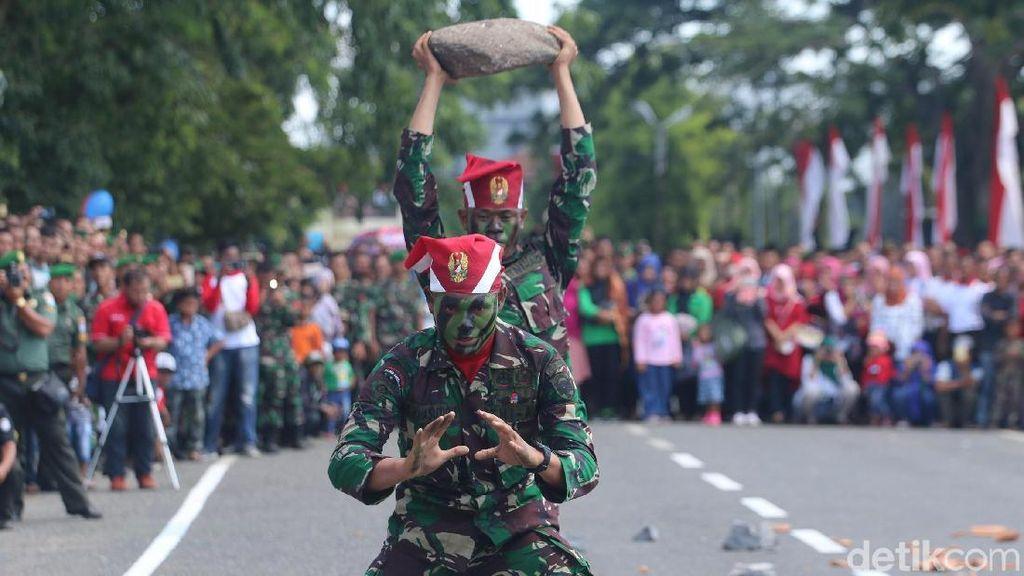 Foto: Aksi-aksi Ekstrem HUT ke-72 TNI di Banda Aceh