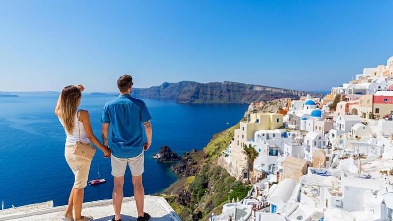 Berdua akan lebih romantis di Pulau Santorini (Dok. Thinkstock)