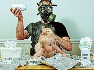 Ya ampun, sampai pakai masker gas segala. (Foto: Instagram @redmooncurios)