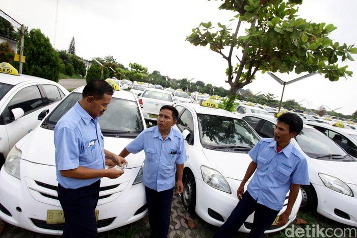 Perusahaan taksi ini bahkan melakukan pemutusan hubungan kerja (PHK) 250 karyawannya dan jumlahnya diprediksi bertambah.