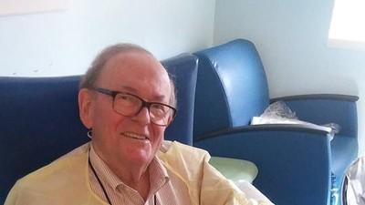 Kisah Kakek yang Membantu Merawat Bayi-bayi di ICU
