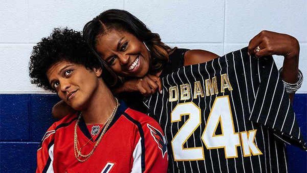 Nonton Konser Bruno Mars, Michelle Obama dapat Kejutan yang Super Manis