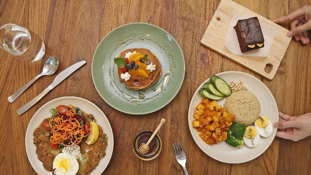 Wanita Ini Masukkan Potongan Kaca ke Dalam Makanannya Agar Bisa Makan Gratis
