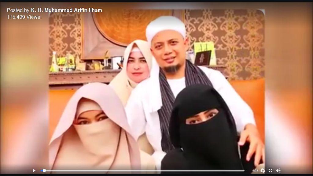 Saat Arifin Ilham Bicara Keluarga Sakinah di Depan Ketiga Istrinya