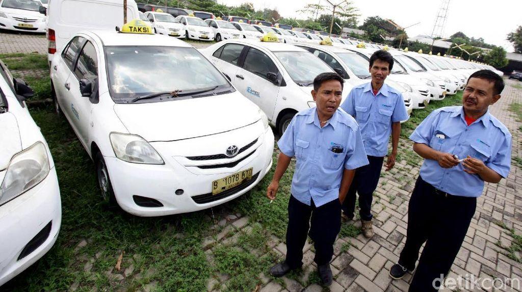 Foto: Kalah Saing dengan Taksi Online, Express PHK 250 Karyawan