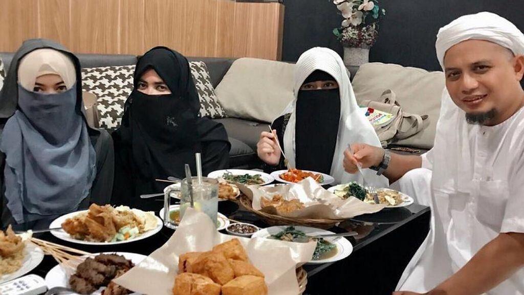 Istri Pertama Kenalkan Nama Perempuan Ketiga Ustad Arifin Ilham