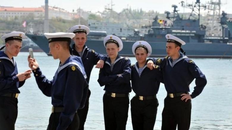 Tentara Rusia Akan Dilarang Selfie dan Menulis Blog