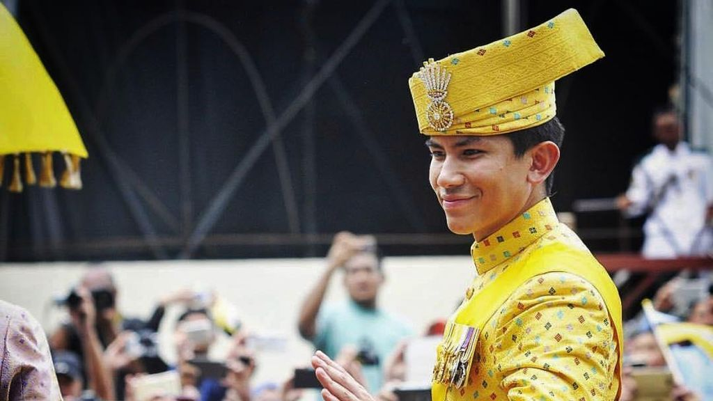 Hunk Alert! Tampannya Putra Sultan Brunei di Acara 50 Tahun Ayahnya Berkuasa