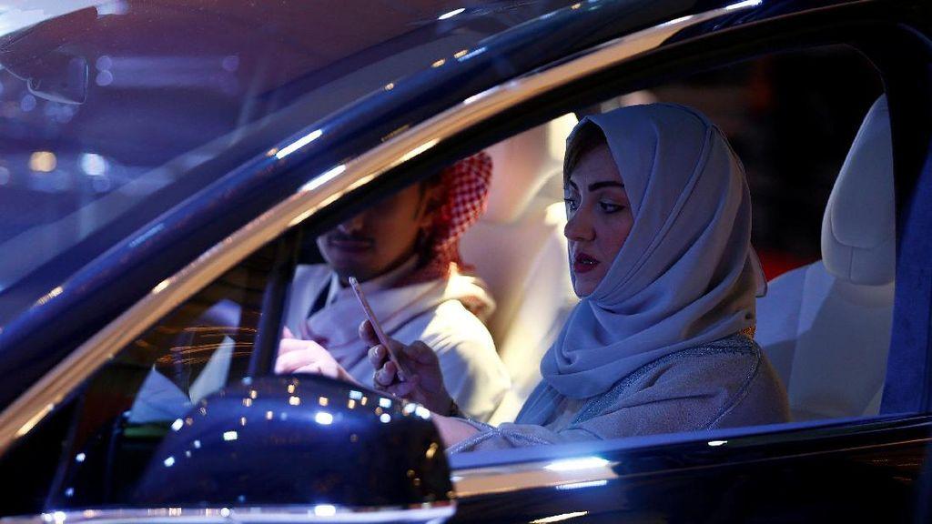 Saat Wanita Saudi Mulai Coba-coba Mobil
