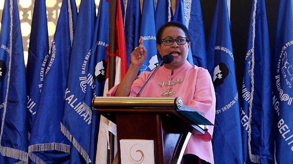 Menteri Yohana Yembise Buka Rakernas IWAPI