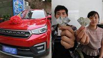Pria Kumpulkan Uang Berbentuk Hati untuk Belikan Istri Mobil