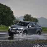 6 Trik Berkendara Tanpa Gangguan Saat Hujan