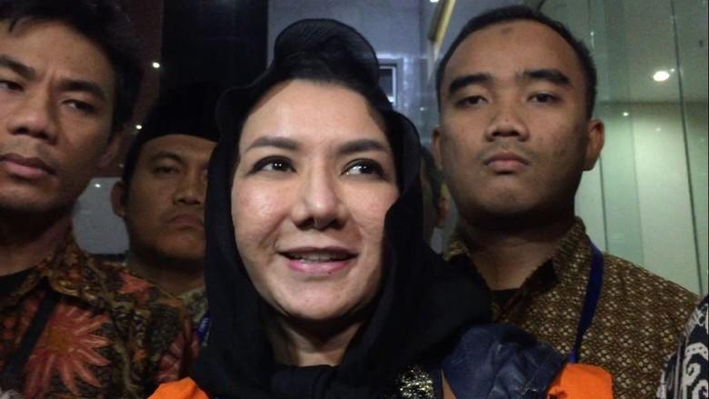 Sangkal Terima Bupati Uang dari - Jakarta Bupati Kutai Kartanegara Rita Widyasari menyangkal dugaan suap Rp miliar yang diterimanya dari PT Sawit Golden Prima