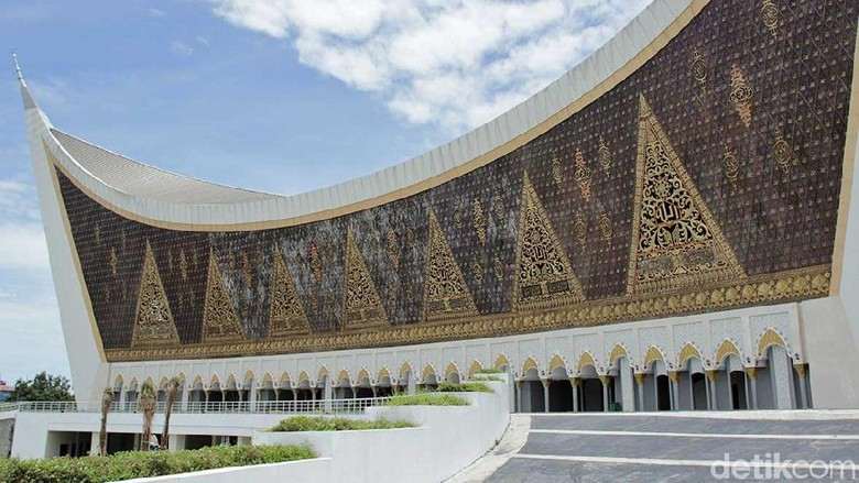 Foto: Masjid Raya Sumatera Barat di Padang (Randy/detikTravel)