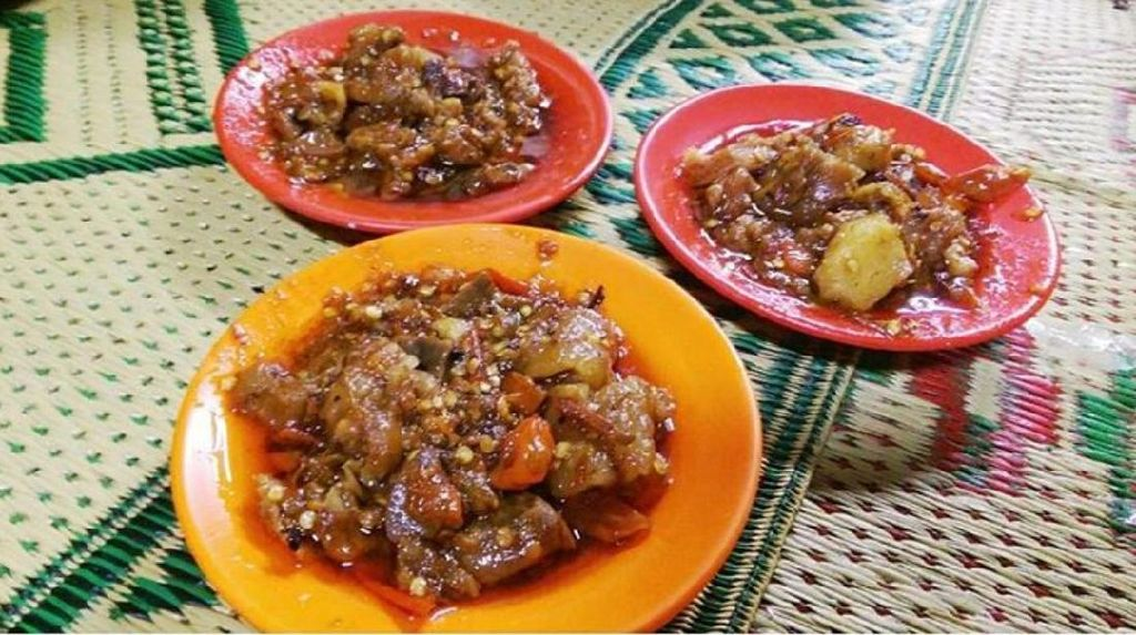 Pedasnya Nonjok, Oseng Mercon dengan Campuran Rawit