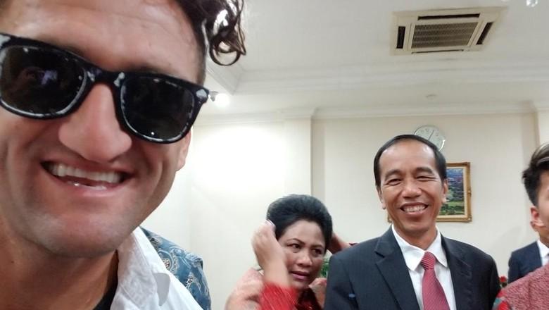 Saat Jokowi dan Iriana Diajak Selfie Youtuber AS Casey Neistat