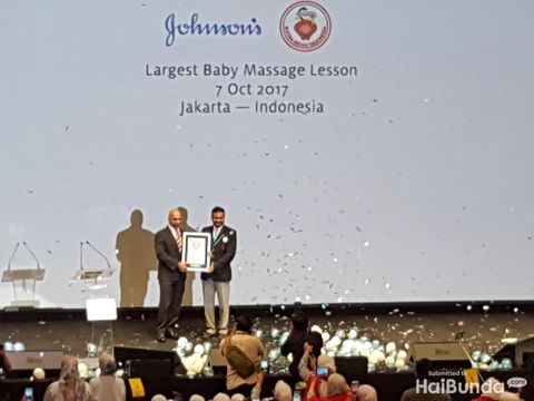 Rekor dunia pelatihan memijat bayi/