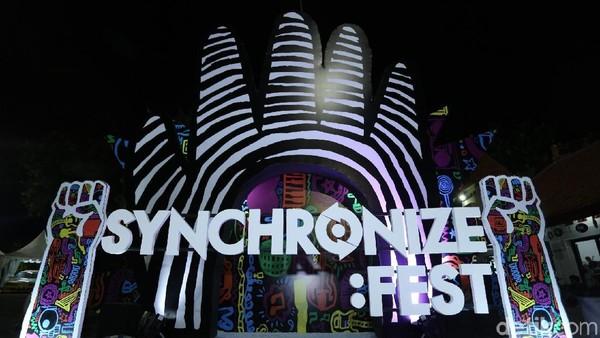 Orkes Moral Pengantar Minum Racun Tutup Synchronize Fest 2017 Hari Kedua