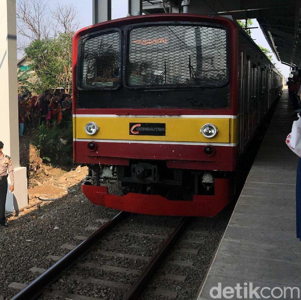KRL Gangguan di Stasiun Manggarai, Penumpang Padat