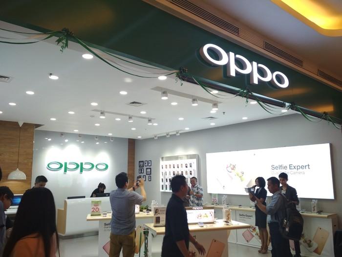 Gerai baru Oppo di Trans Studio Mall. Foto: Dony Indra Ramadhan