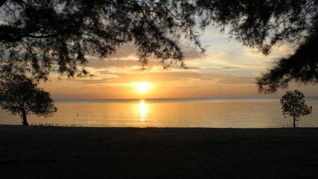 Cantiknya sunset di Tanjung Pendam