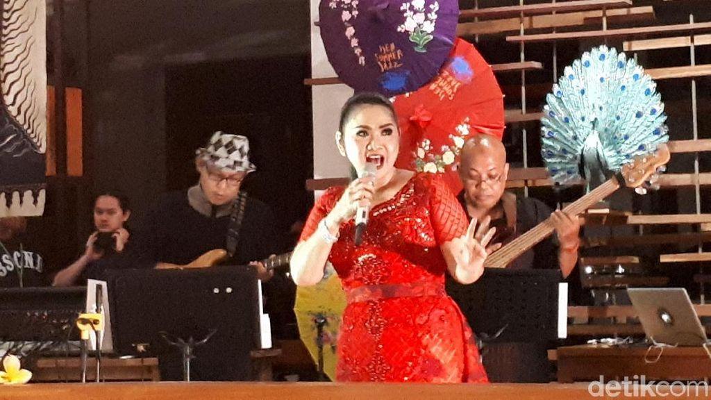 Penampilan Vina Panduwinata Pecahkan Suasana Ijen Summer Jazz