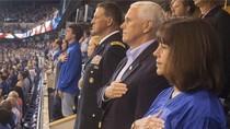 Pemain NFL Tak Berdiri Saat Lagu Kebangsaan, Wapres AS Angkat Kaki