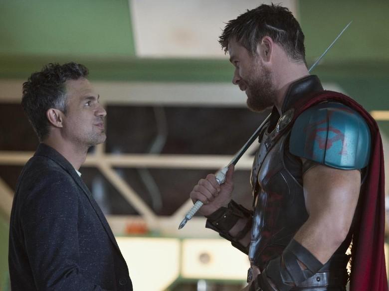 Wow! Ada 35 Kostum untuk Thor di Thor: Ragnarok