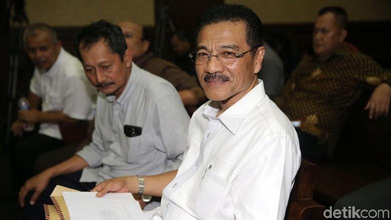 Diperiksa Gamawan Ditanya Soal Novanto - Jakarta Mantan Menteri Dalam Negeri Gamawan Fauzi telah merampungkan pemeriksaan sebagai saksi kasus dugaan korupsi proyek Gamawan ditanya