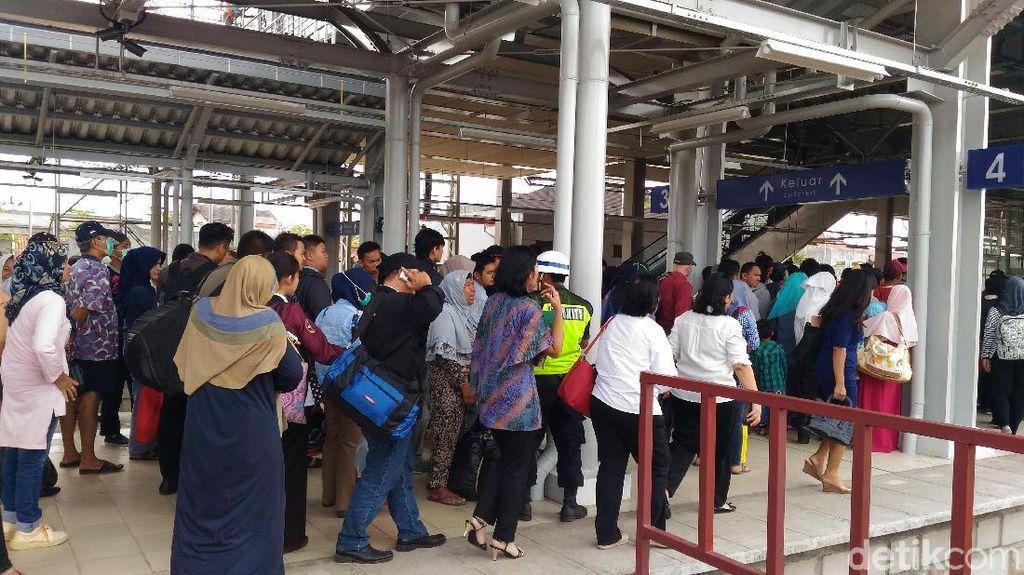 Sudah Beroperasi, Begini Rasanya Naik KRL Jakarta-Cikarang