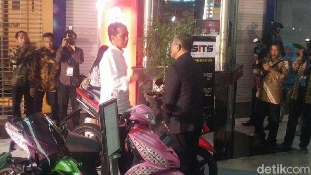 Selain mobil, Dahlan Iskan juga tunjukkan purwarupa sepeda motor listrik