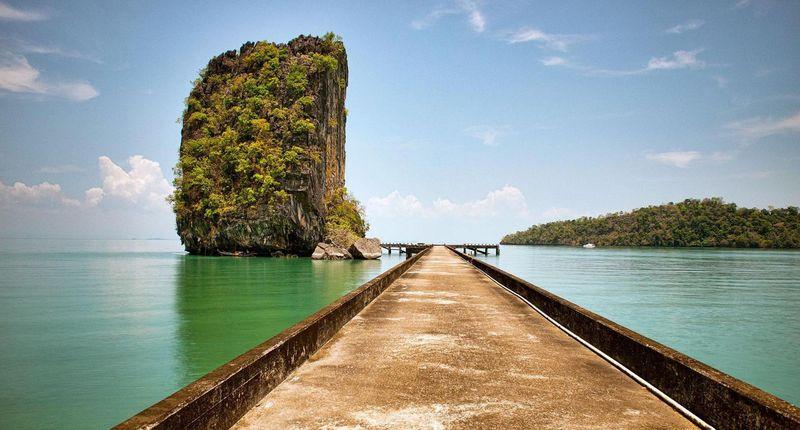 Pulau Tarutao namanya, pulau yang resmi menjadi Taman Laut Nasional Thailand pada tahun 1974. Serta pulu ini dinobatkan menjadi Taman Warisan dan Cagar Budaya ASEAN pada tahun 1982 (Dave Stamboulis/BBC)