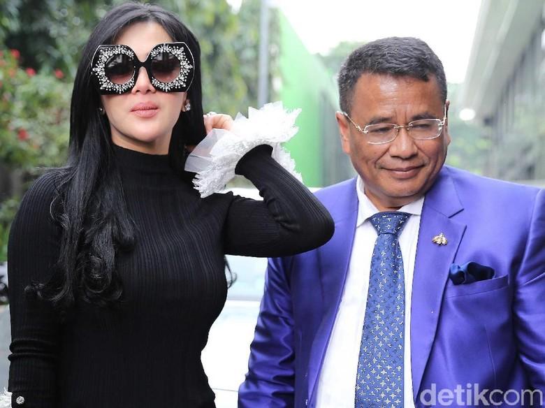 Hotman Jelaskan Perjanjian Umrah Rp - Jakarta Penyidik Bareskrim Polri tengah menelisik uang Rp miliar yang dikeluarkan First Travel untuk perjalanan rombongan Syahrini ke