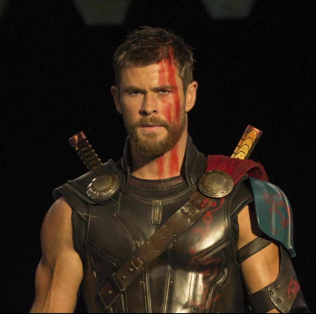 Chris Hemsworth Sebut Jalan Cerita Thor: Ragnarok Lebih Unik