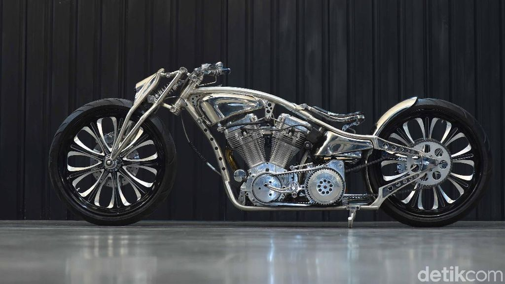 Harley-Davidson Softail Evolution Dipenuhi Krom Jawara Kustomfest