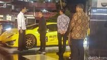 Saat Dahlan Iskan Pamer Mobil dan Motor Listrik ke Jokowi