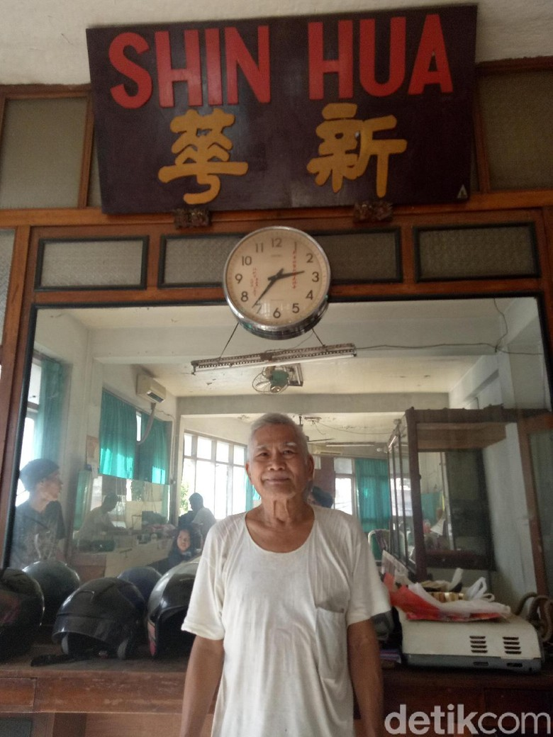 Menengok Barber Shop Tertua di Surabaya