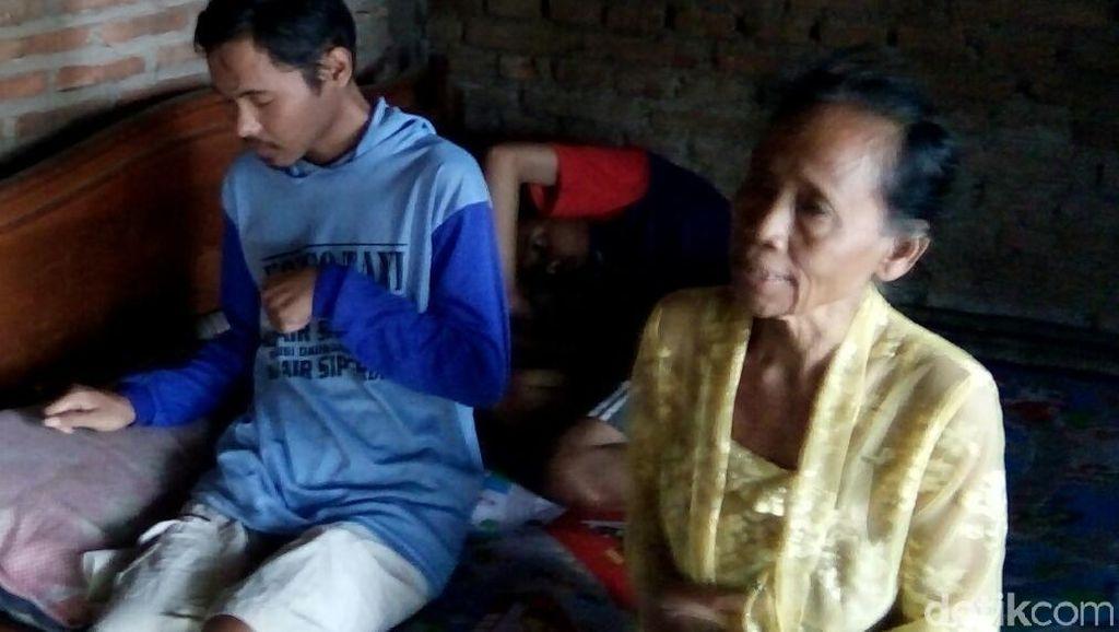 Mbok Jampi Hidupi 3 Anak yang Gangguan Jiwa dari Jual Nasi Keliling