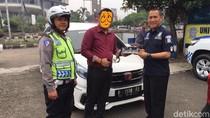 Polisi Tilang Pengemudi Mobilio Pakai Strobo yang Viral di Medsos