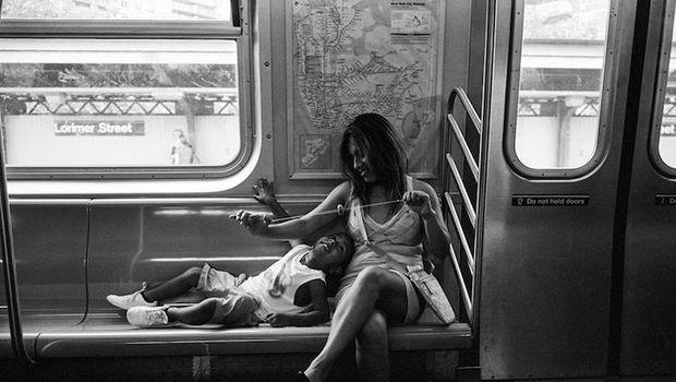 Keren! Fotografer Ini Potret Momen Perjalanan di Subway New York