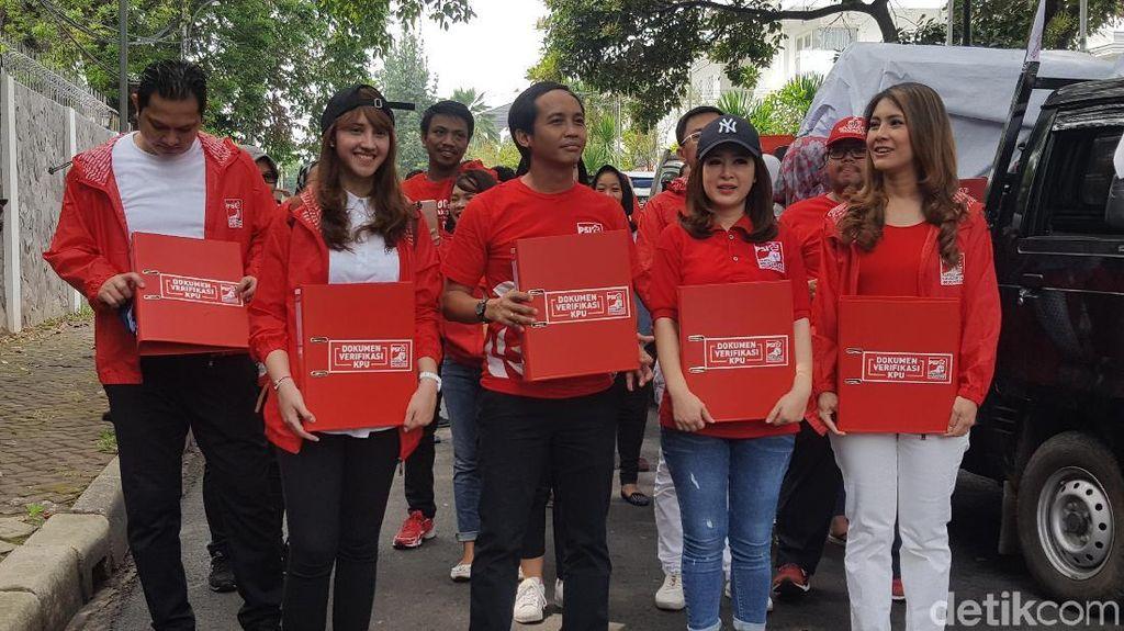 Grace, Tsamara dan Giring Nidji Jalan Kaki Daftarkan PSI ke KPU