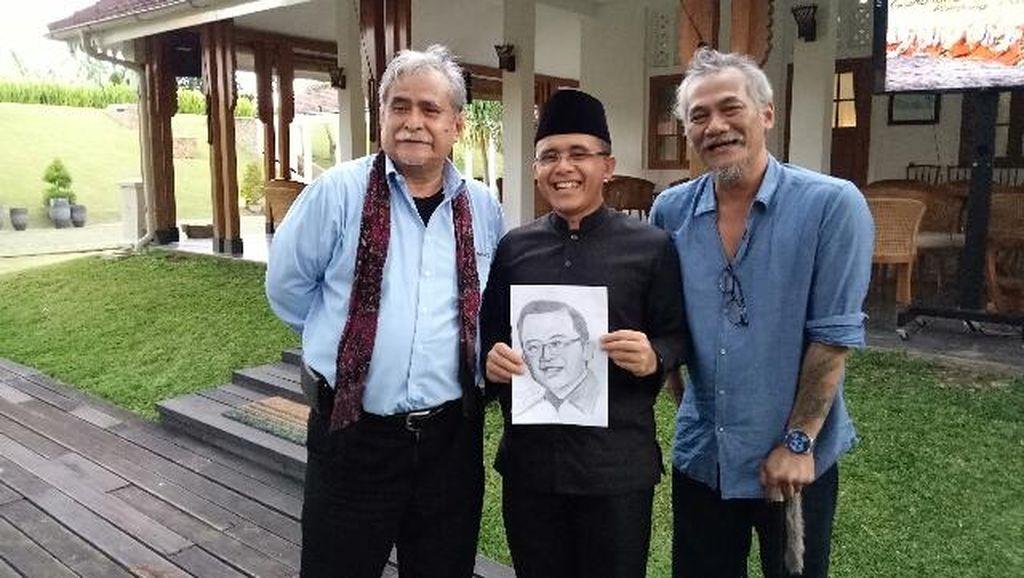 Saat Tio Pakusadewo Karikaturkan Bupati Anas