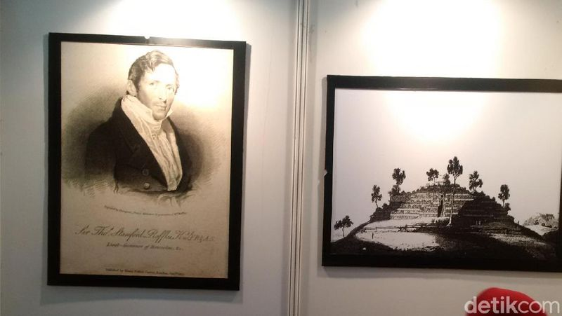 Sir Thomas Stamford Raffles, ia menemukan Candi Borobudur pada tahun 1814. Sebagai penemu, pria Belanda ini dipampang di awal masuk pameran(Masaul/detikTravel)