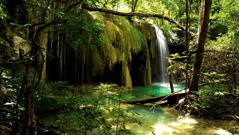 Air Terjun Mata Jitu di Pulau Moyo (Thinkstock)