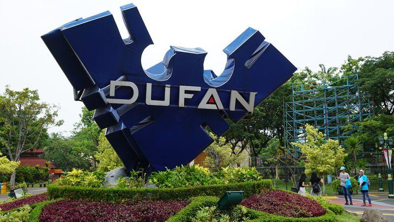 Memasuki awal area Dufan, traveler bisa berfoto di depan logonya yang satu ini. Cukup luas sehingga bisa berfoto dengan nyaman (Shinta/detikTravel)