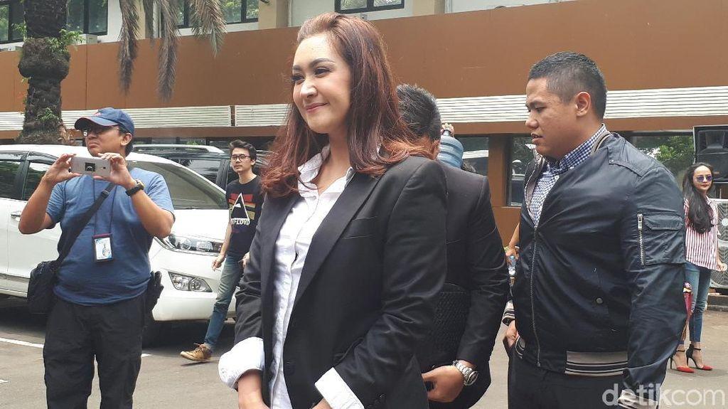 Nafa Urbach Kaget Pedofil yang Meneror Anaknya Berusia 19 Tahun