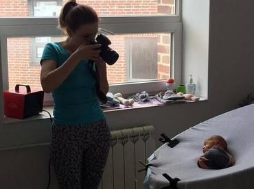 Seakan mengerti, si bayi anteng banget pas dipotret. (Foto: Instagram/ @marialugovaya)